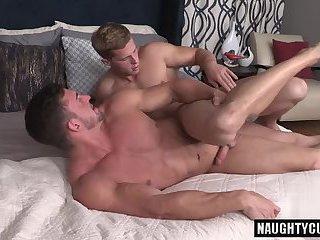 Hot bodybuilder anal sex and cumshot