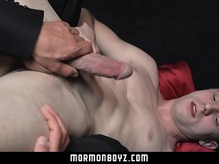 MormonBoyz-Hung Mormon dude jerked off by his leader