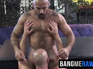Big bear Alessio Romero gets ass hammered by Damon Andros